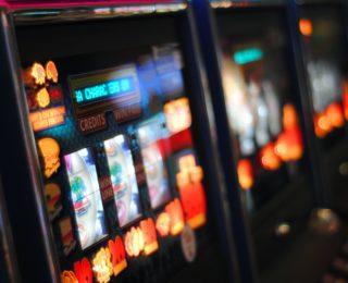 """Relazione gioco d'azzardo Piemonte: il """"distanziometro"""" introdotto con la legge 9/2016 per il contrasto al GAP funziona."""